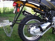 Image issue du site Web http://3wheelmotorcycle.us/wp-content/uploads/2015/03/motorcycle-trailer-hitch-carrier-hauler.jpg