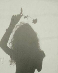 kreative portraitfotografie winter - Со Старым Новым Годом Shadow Photography, Tumblr Photography, Girl Photography Poses, Creative Photography, Tumblr Aesthetic Photography, Devil Aesthetic, Bad Girl Aesthetic, Shadow Pictures, Shadow Pics