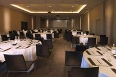 #London - Radisson Blu Edwardian, Guildford - https://www.venuedirectory.com/venue/27905/radisson-blu-edwardian-guildford  Small meeting rooms for up to 35 people, you'll find meeting rooms that are quick and easy to book with everything you need to make it worth meeting.  Our larger #conference #space will offer you a capacity of 230 #delegates in theatre style, 120 in classroom format, 260 for a reception or 200 for dinner, with its own dedicated entrance and bar.