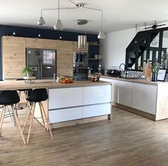 Exceptional modern kitchen room are offered on our internet site. Apartment Kitchen, Living Room Kitchen, Kitchen Interior, Rustic Kitchen, Kitchen Decor, Cosy Kitchen, Kitchen Ideas, Küchen Design, House Design