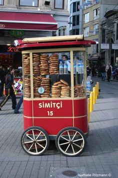 simit seller, Istanbul Istanbul Market, Istanbul City, Istanbul Travel, Vegan Food Truck, Vegetable Stand, Turkish Kitchen, Turkish Delight, Turkey Travel, Oui Oui
