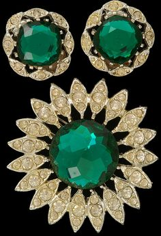 SARAH COVENTRY Sparkly RHINESTONES Pin Earrings Shimmers Vintage front Vintage Jewellery, Vintage Costume Jewelry, Vintage Costumes, Sarah Coventry Jewelry, Inexpensive Jewelry, Fancy Party, Vintage Velvet, Shades Of Green, Black Velvet