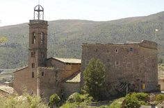"""""""Bon dia! El poble vell de Súria és una vila fortificada que va néixer al final de l'edat mitjana al voltant d'un castell. L'escenari perfecte per la Fira…"""" Middle Ages, Old Town, Medieval, The Neighbourhood, Barcelona, Spain, Castle, Old Things, Places"""