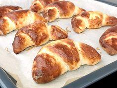 Glutenfria gifflar med mandelmassa | Glutenfria godsaker Savoury Baking, Bread Baking, Gluten Free Cakes, Gluten Free Baking, Hot Dog Buns, Bread Recipes, Dairy Free, Food Porn, Food And Drink