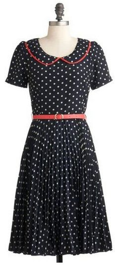 polka dots, a skinny belt and a sweet little collar? I'm in love!
