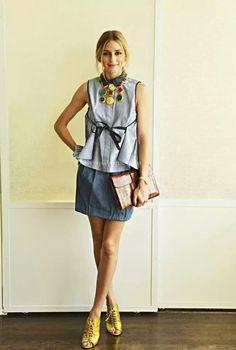 Olive項鍊配同色鞋,咖啡皮革包讓整身變優雅