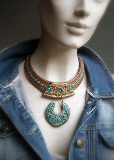 Magnifique plastron antique turquoise et cuivre : Collier par bellou