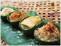 ข้าวเหนียมหน้าต่างๆ : sweetened glutinous rice topped with coconut flake, Thai custard, Shrimp flake