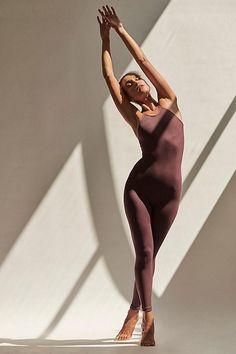 Pilates, Yoga Fashion, Fashion Poses, Body Photography, Fashion Photography, Yoga Photos, Yoga Pics, Beach Please, Ballet Clothes