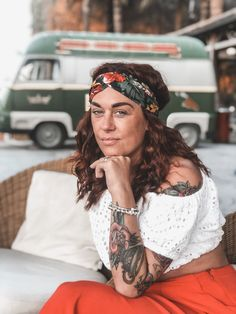 girls with tattoos - my tattoos Tattoo Off, Get A Tattoo, Old Tattoos, Girl Tattoos, Old Women With Tattoos, Gypsy Girls, Sugar Skull Tattoos, Skull Fashion, Traditional Tattoo