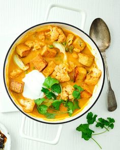 Tasty vegan tofu and cauliflower curry, made with mango purée for an extra fruity punch. It you're not going for vegan option,, swap the tofu for prawns instead. Tofu Recipes, Vegan Dinner Recipes, Curry Recipes, Vegan Dinners, Vegetable Recipes, Vegetarian Recipes, Chicken Recipes, Healthy Recipes, Vegan Soups