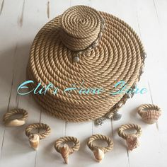 21 Beautifully Stylish Rope Projects That Will Beautify Your Life - Stacha Styles Rope Crafts, Shell Crafts, Diy Home Crafts, Diy Home Decor, Arts And Crafts, Crochet Potholders, Decoration Table, Burlap, Craft Projects