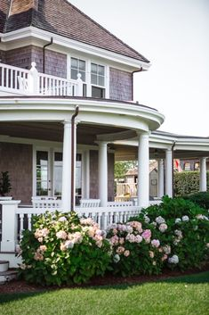 Shingle style porch and hydrangeas Coastal Homes, Coastal Living, My Dream Home, Dream Homes, Harbor House, Beach Landscape, Take Me Home, Outdoor Settings, Architect Design