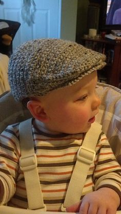 The Scally Cap style (AKA driver's or flat cap). Crochet yourself a timeless Scally Cap - 6 USD for mønsterThe Scally Cap type (AKA driver's or flat cap) has been round for hundreds of years. Crochet your self a timeless Scally Cap, with out she Crochet For Boys, Crochet Baby Hats, Crochet Beanie, Knitted Hats, Knit Crochet, Crotchet, Baby Knitting Patterns, Baby Patterns, Crochet Patterns