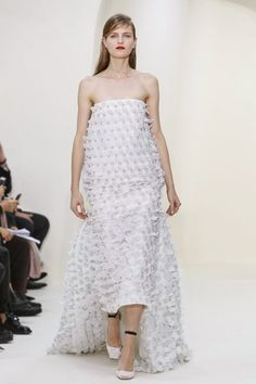 Abiti da sposa Haute Couture Parigi 2014 - http://www.tentazionedonna.it/abiti-da-sposa-haute-couture-parigi-2014/ #sposa #wedding #HauteCouture #Parigi #abitodasposa #tendenze #Dior #Collection #SpringSummer #FashionShow