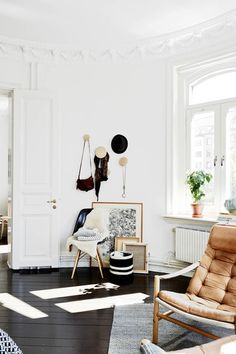 All In The Details - Inspiration For Mastering The Artwork-On-Floor Look - Photos