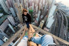 Crazy Russian Climbers Scale Hong Kong's Skyscrapers