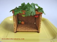 Instant Edible Sukkah: step by step photos Bottle Top Art, Sukkot Recipes, Simchat Torah, Edible Crafts, Little Chef, Graham Crackers, Nutella, Event Planning, Art For Kids