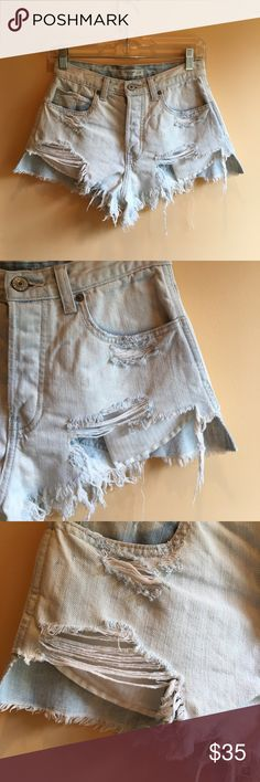 light wash high wasted shorts PERFECT CONDITION. barley worn. jean material Abercrombie & Fitch Shorts Jean Shorts