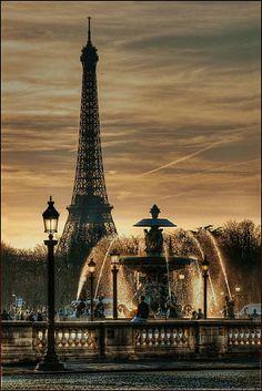 Tour Eiffel vue de la place de la Concorde, Paris