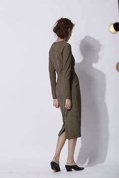 Joke Dress: Beige and brown tweed wool dress with fitted long sleeves and a crew neck. The dress has vertical bust darts. It is tied up in the back with an invisible zipper and it has a slit in the lower back. The piece is lined with silk satin. Made in Barcelona. Cortana AW 2016 collection. Shop online.
