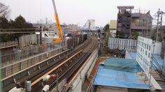 @mona_mama7  小田急線・世田谷代田の跨線橋からの眺め。カーブの向こうが下北沢。