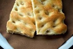 """La focaccia di Giorgio Locatelli è uno di quei fenomeni che definirei """"virali"""" tra i foodblogger: non c'è un foodie italiano che non abbia provato, documentato e definitivamente apprezzato questa ricetta che, inutile dirlo, è stata lanciata sulla rete da Sigrid, alias il Cavoletto di Bruxelles. Questa è senza dubbio la ricetta di focaccia più … Flatbread Recipes, Pizza Recipes, Cooking Recipes, Pan Rapido, Tuscan Bean Soup, Salty Cake, Just Desserts, Finger Foods, Italian Recipes"""