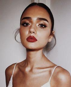 Dress red makeup make up smoky eye 69 Ideas Makeup Hacks Lipstick, Bold Lipstick, Skin Makeup, Red Lipsticks, Bold Lip Makeup, Makeup Eyeshadow, Red Lips Makeup Look, Eyeshadow Palette, Makeup For Red Dress