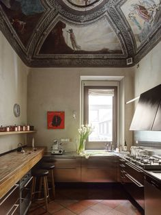 We were comissioned by the German Architectural Digest Magazine / AD to photograph the house of the brothers Benedini. Giampaolo and Emanuele Benedini, the founder of the famous Agape bath brand, live wall to wall in a converted baroque house in Mantua...