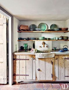 Sisters Katia and Marielle Labèque collaborated with Axel Vervoordt on their Rome apartment. The kitchen features open shelving and a rustic cabinet, which conceals appliances. For more shelf ideas and kitchen decoration, read on. Architectural Digest, Rustic Kitchen Cabinets, Kitchen Decor, Kitchen Ideas, Kitchen Designs, Kitchen Shelves, Wooden Kitchen, Farmhouse Cabinets, Kitchen Rustic