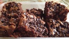 Make and share this Mrs. Fields Super Fudge Brownies recipe from Genius Kitchen. Mrs Fields Brownie Recipe, Brownie Recipes, Cookie Recipes, Dessert Recipes, Dessert Bars, Mrs Fields Cookies, Mrs Fields Chocolate Chip Cookies, Fudge Brownies, Homemade Brownies