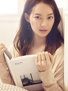 """Jewelry brand STONEHENgE has released some stunning cuts from their recent """"Beautiful Moment"""" campaign featuring actress Shin Min Ah Shi Min Ah, Korean Beauty, Asian Beauty, Crystal Earrings, Women's Earrings, Swan Wings, Angel Wings, Gong Seung Yeon, Gland"""