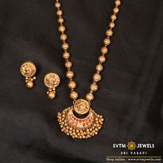 Ethnic is such a charming style. Our collection of yellow gold necklaces and earrings is inspired by ethnic patterns and mayur design . Jewelry Design Earrings, Gold Earrings Designs, Gold Jewellery Design, Necklace Designs, Handmade Jewellery, Gold Necklace Simple, Gold Jewelry Simple, Gold Necklaces, Gold Temple Jewellery