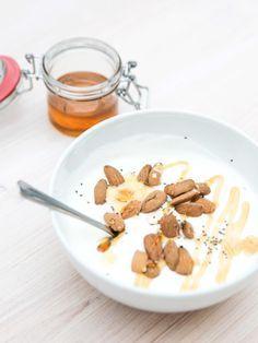 Wir verraten euch, was der griechische Joghurt alles kann und haben drei leckere Rezepte für euch.