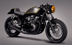 Kawasaki Zephyr 750 Cafe Racer by Ton-up Garage #motorcycles #caferacer #motos | caferacerpasion.com