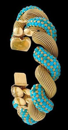 It's a bit overwrought, but I am a sucker for turquoise and a lot of gold beading. Turquoise and gold bracelet Turquoise Jewelry, Bling Jewelry, Turquoise Bracelet, Unique Jewelry, Vintage Jewelry, Jewelry Accessories, Fashion Accessories, Jewelry Design, Fashion Jewelry