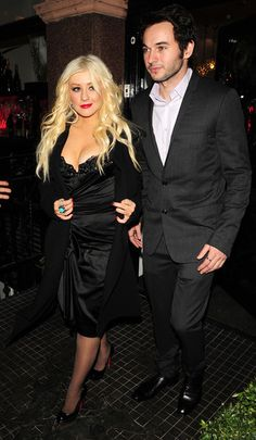 "Christina Aguilera Photos - Christina Aguilera visits a Stephen Webster shop with her boyfriend Matt Rutler after the premiere of the new film ""Burlesque"". - Christina Aguilera at a Stephen Webster Shop"