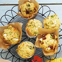 Spinach zucchini muffins with goat cheese Tapas, Healthy Snacks, Healthy Eating, Zucchini Muffins, Savory Tart, Savoury Baking, High Tea, Bon Appetit, Baked Goods