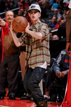 Photos: Justin Bieber At The LA Clippers Game - Photos: Justin Bieber At The LA Clippers Game