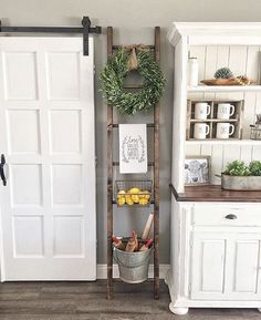Home Decoration - 37 Great Farmhouse Decoration Ideas To Bring Creative Look - Wallpaper Pinme Country Farmhouse Decor, Farmhouse Kitchen Decor, Farmhouse Chic, Rustic Decor, Vintage Farmhouse, Country Kitchen, Farmhouse Ideas, Rustic Style, Vintage Decor