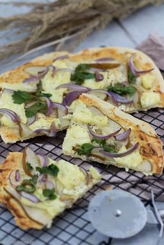 Water's Importance to Vitality - Tricks of healthy life Quiches, Food Blogs, Food Videos, Pizza Recipes, Vegetarian Recipes, Avocado Fat, Smashed Potatoes Recipe, Mozarella, Ulzzang
