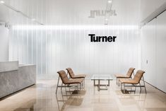Office Tour: Turner Construction Offices – New York City Turner Construction Offices – New York City -office design of Turner Construction located in New York City. Corporate Office Design, Modern Office Design, Corporate Interiors, Workplace Design, Office Interior Design, Office Interiors, Office Designs, Office Reception Area, Office Lounge