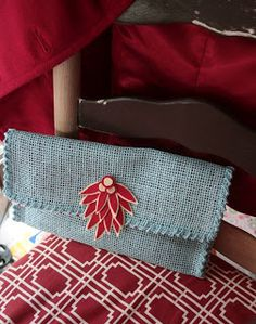 blue eyed freckle: Placemat Clutch Tutorial