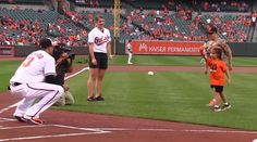 Five Year Old With 3D Printed Hand Throws Out First Pitch for the Baltimore Orioles http://3dprint.com/89955/baltimore-orioles-3d-print/