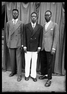 Photographer Seydou Keïta Seydou Keita, Famous Photographers, Portrait Photographers, Bell Bottom Pants, Bell Bottoms, African History, African Art, Black Boys, West Africa