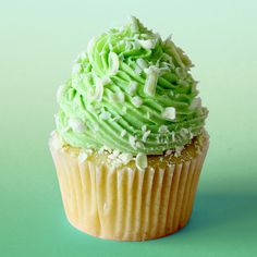Recipe with video instructions: Inspired vanilla cupcakes with white chocolate and a wasabi kick. Ingredients: 429 grams all-purpose flour, 265 grams caster (superfine) sugar, teaspoon salt,. Cupcake Flavors, Cupcake Recipes, Cupcake Cakes, Dessert Recipes, Tastemade Recipes, Cupcake Videos, Delicious Desserts, Yummy Food, Cooking Chocolate