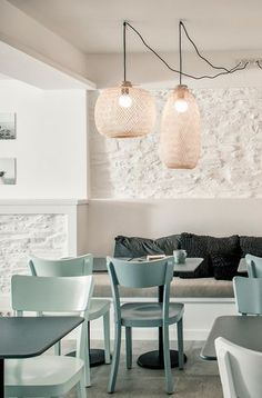 dormezza sezut prelungit chic cabanas designed by Vera Iachia. Today's post features another house decorated by this Portuguese designer. Casa Tatui is a summer home with a