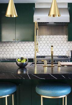 """( Top ) Green Kitchen Cabinets – """" Good for Kitchen? """" Get Ideas. Kitchen Cabinets Black And White, Black And White Backsplash, Green Kitchen Cabinets, Black Kitchens, Black Granite Kitchen, Green Granite Countertops, White Cabinets White Countertops, Olive Green Kitchen, Modern Kitchen Design"""