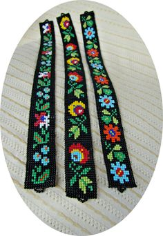 Lovely designs, just the photo Peyote Stitch Patterns, Bead Loom Patterns, Weaving Patterns, Ethnic Patterns, Bead Loom Bracelets, Beaded Bracelet Patterns, Beaded Jewelry, Loom Weaving, Bead Art