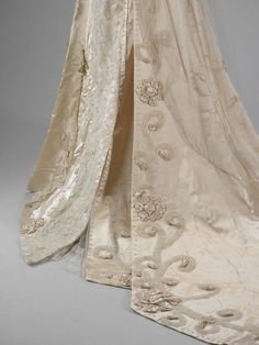 Wedding dressses museum of art and veils on pinterest for Wedding dress alterations indianapolis